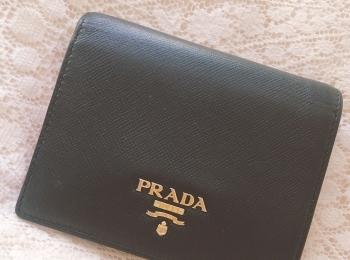 【20代女子の愛用財布】内側までかわいいプラダ財布♡
