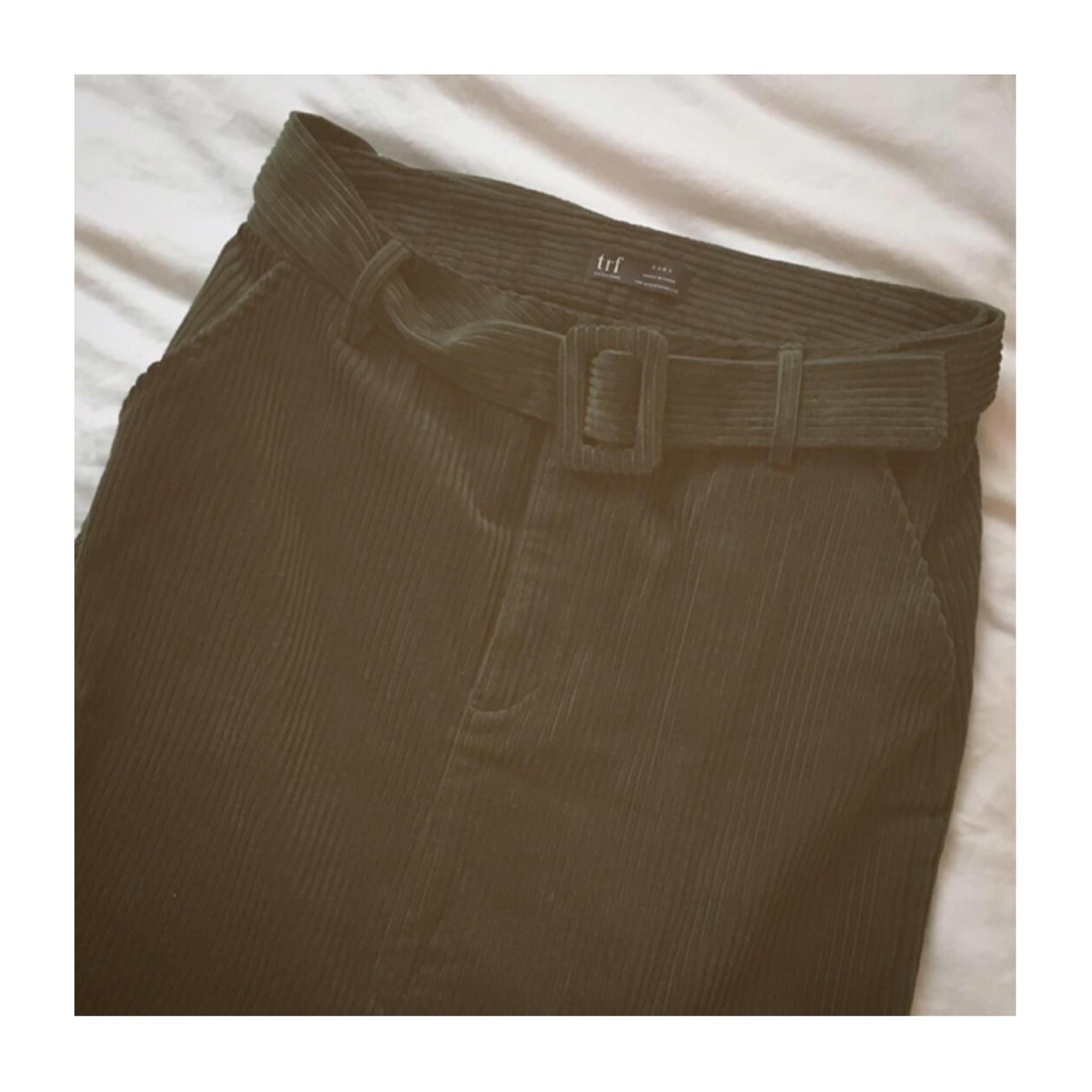 今季1着は欲しい《トレンドのスカートはコレだ☝︎❤️》【ZARA】のコーデュロイタイトスカートが使えます☻_2