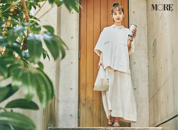 ECブランドのシャツ&ワンピースセットを着た井桁弘恵
