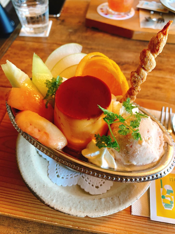 【おすすめカフェ】《桃とメロンのプリンアラモードと自家製シロップソーダ》が絶品♡_3