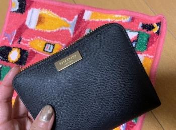 20代女子の愛用財布♡コンパクトでシックなものが好き。