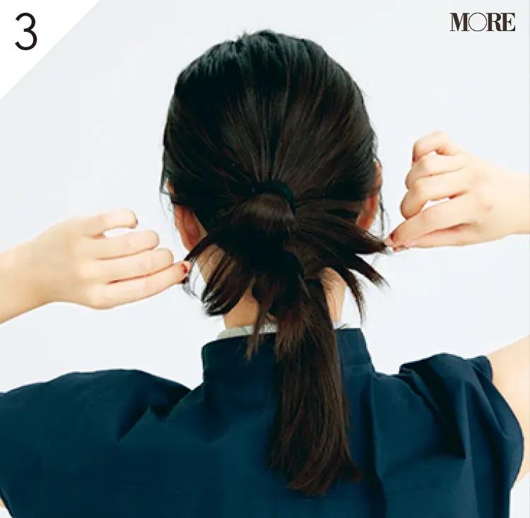 スタイリング剤をつけた指で短い毛先を散らす