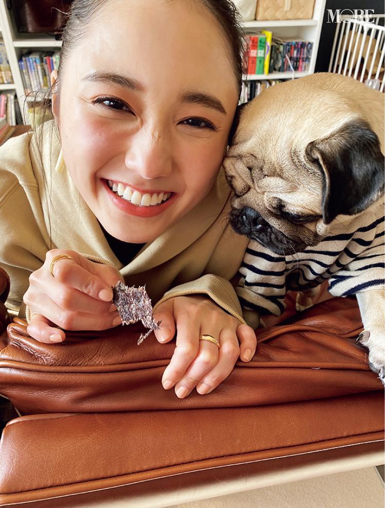 鈴木友菜の可愛さに、わんこもノックアウト!?【モデルのオフショット】_1