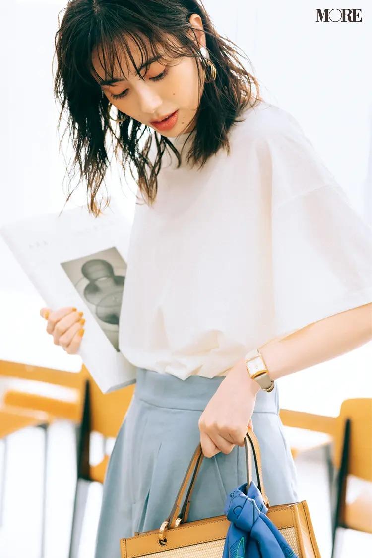 Tシャツとスカートのオフィスカジュアルコーデ