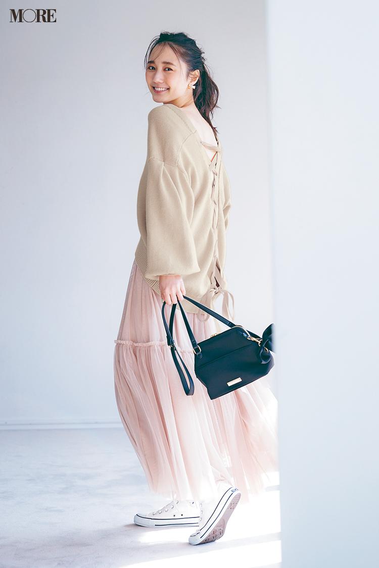 【今日のコーデ】後ろ姿が可愛いカーディガンとスカートにコンバースの鈴木友菜
