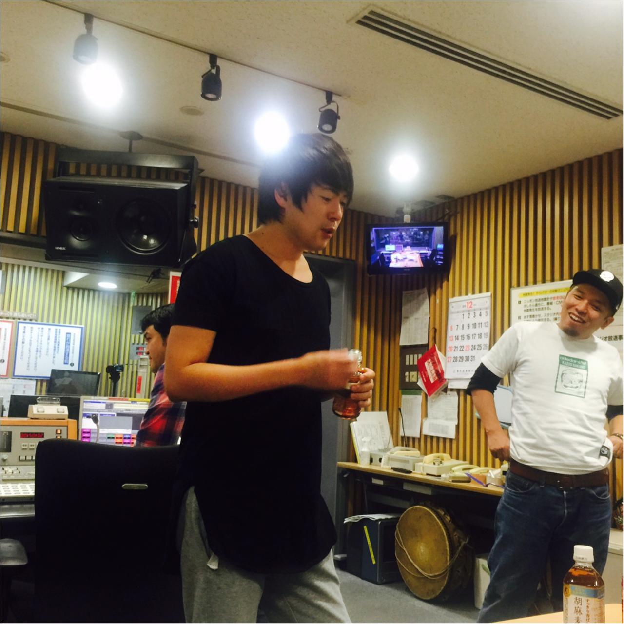 【ウラMORE】ウーマンラッシュ村本さんのラジオの裏側、突撃取材!_2