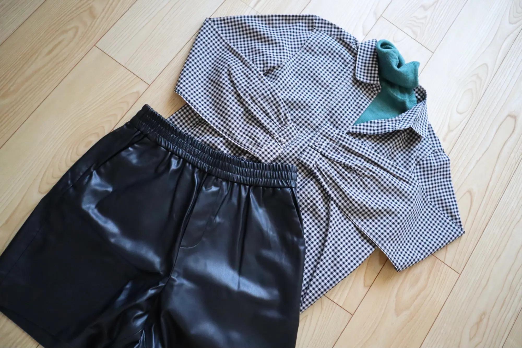 『ユニクロ×イネス・ド・ラ・フレサンジュ』のシャツ