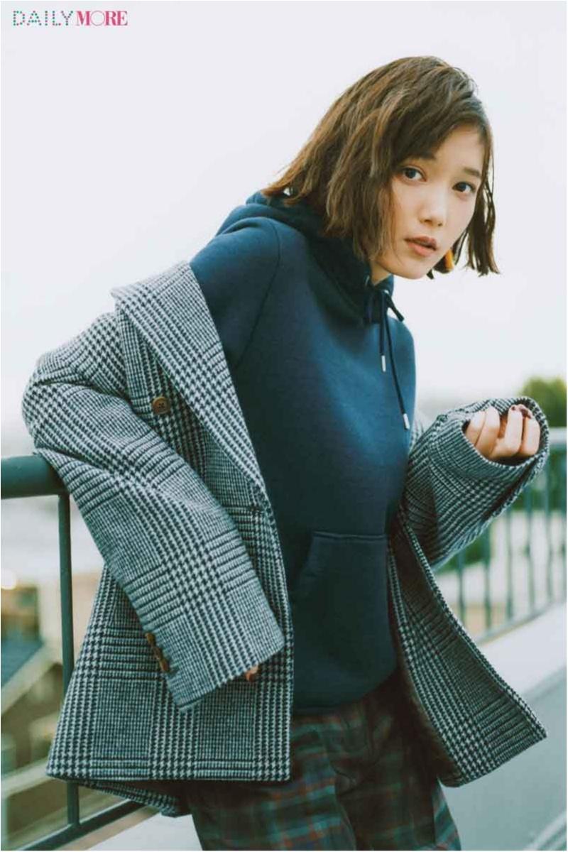 カジュアル上手な彼女とこの色はもう無敵! 本田翼さんが着る冬の【休日ネイビー】_1_1