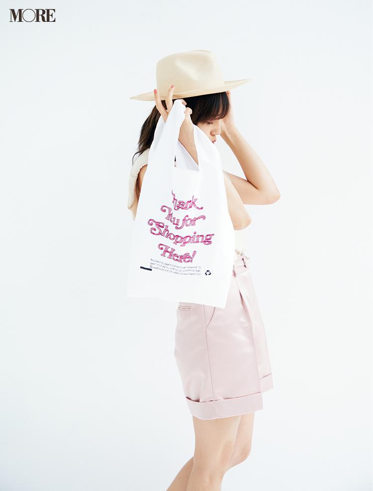 川口春奈さん、小物で夏を満喫♬ かごバッグ、スポサン、エコバッグでおしゃれを楽しむ!_2