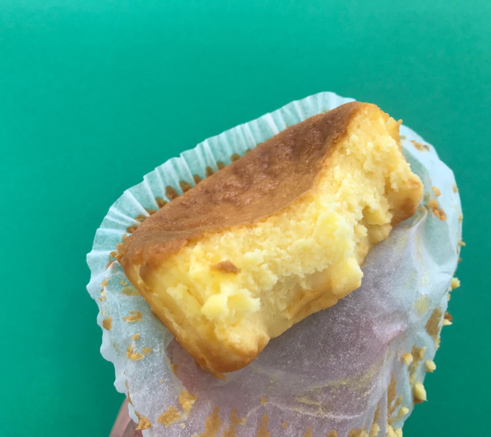 『セブン-イレブン』から「バスクチーズケーキ」が登場♡ カロリーは? 味わいは?【コンビニスイーツ新作、食べてみた!】_4