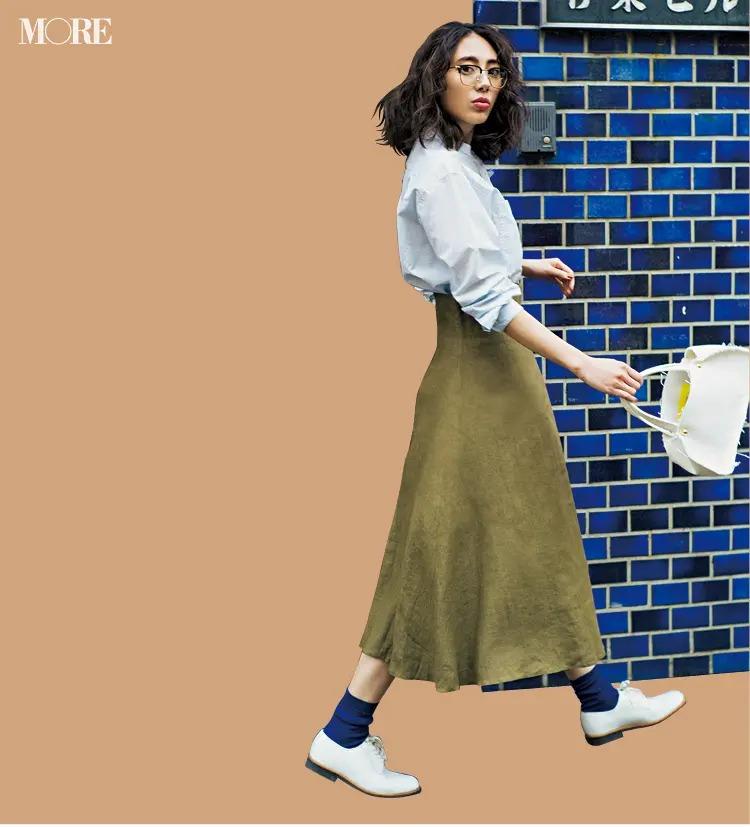 「水色のシャツ」でつくるパリジェンヌ風の通勤コーデ4