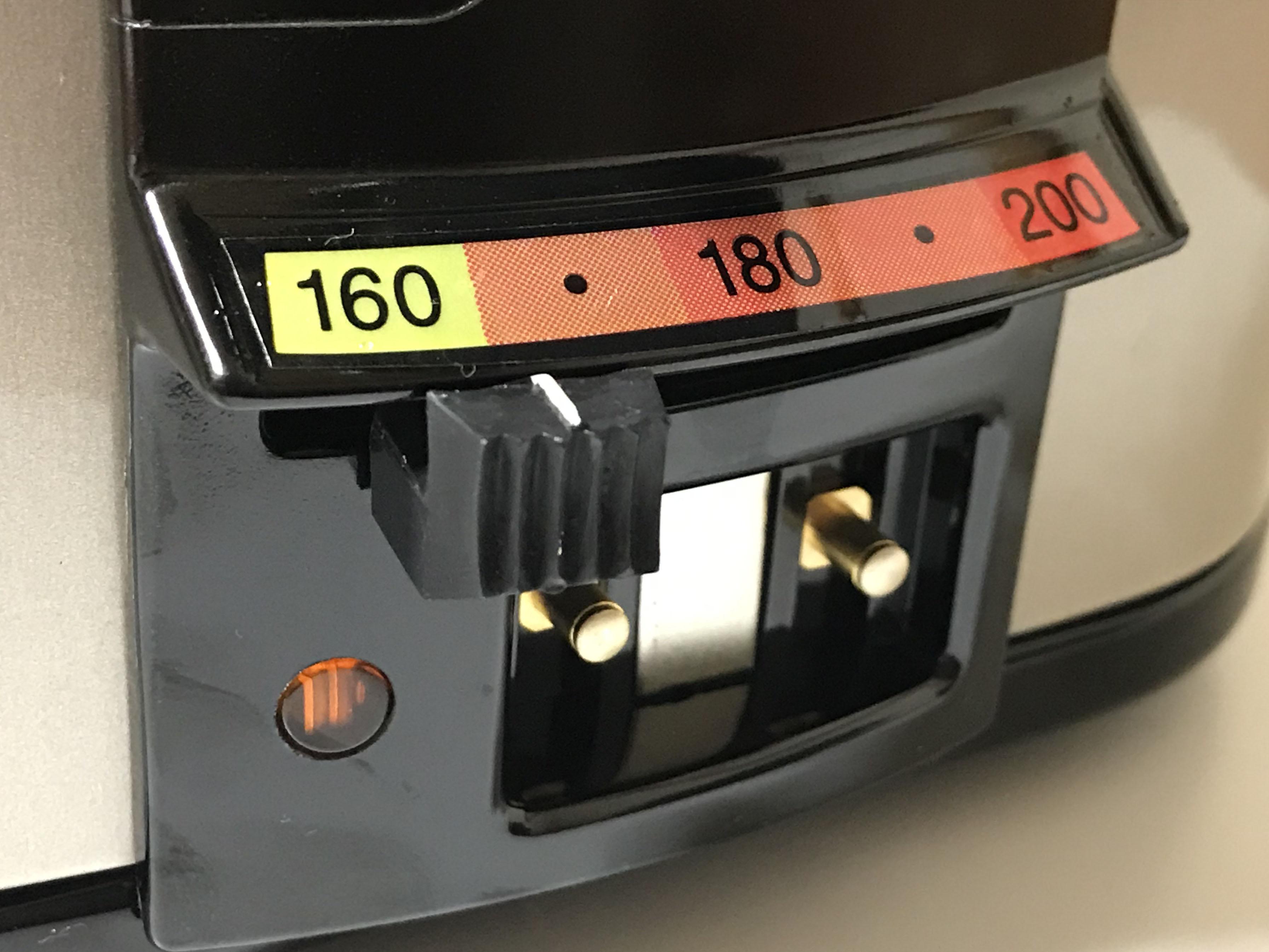 卓上フライヤーの温度設定スイッチ