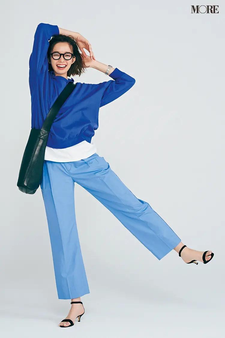 【パーカーコーデ】ふたつのブルーからクリーンな白をのぞかせて軽やかにメリハリUP!