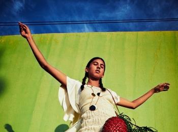 『ロエベ』の夏新作「パウラズイビザ」登場。バッグ、お財布……持つだけでハッピー♪