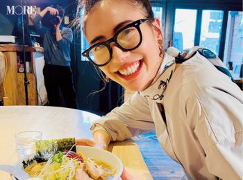 土屋巴瑞季が、東京の人気ラーメン店『ホープ軒』に☆【モデルのオフショット】