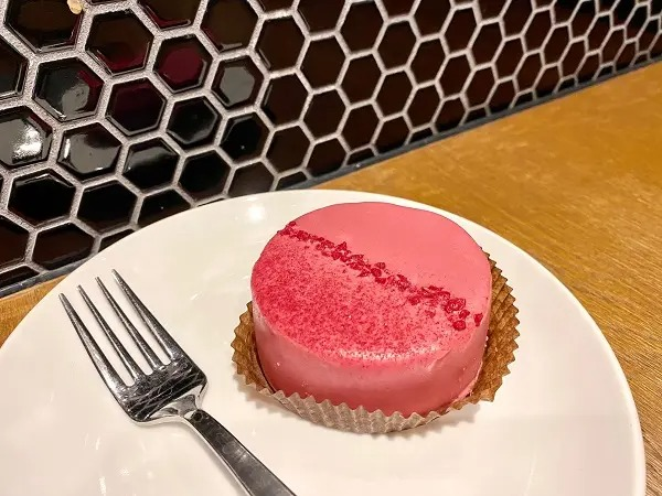 スタバ新作のルビーチョコレートケーキ
