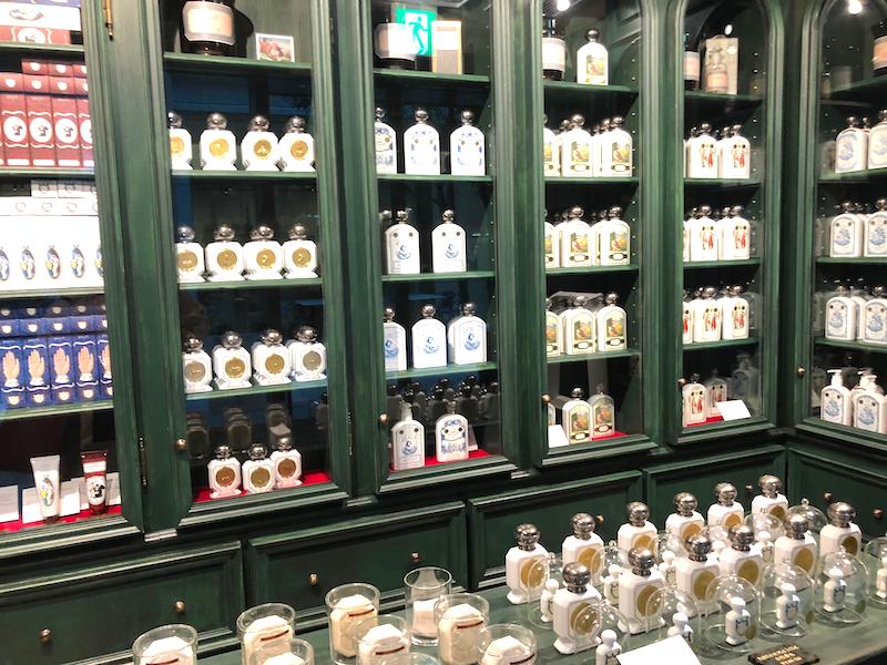 本館ガレリアにあるオフィシーヌユニヴェルセルビュリーは日本で3店舗目