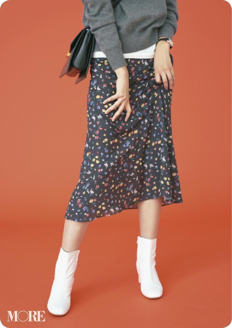 80年代風味の柄スカートも