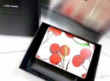 『サンローラン』ホリデーコレクションのミニ財布!【今週のMOREインフルエンサーズファッション人気ランキング】