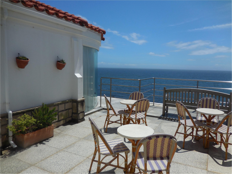 海が大好きなのでチャペルも披露宴会場も海が近いところを選びました!_3