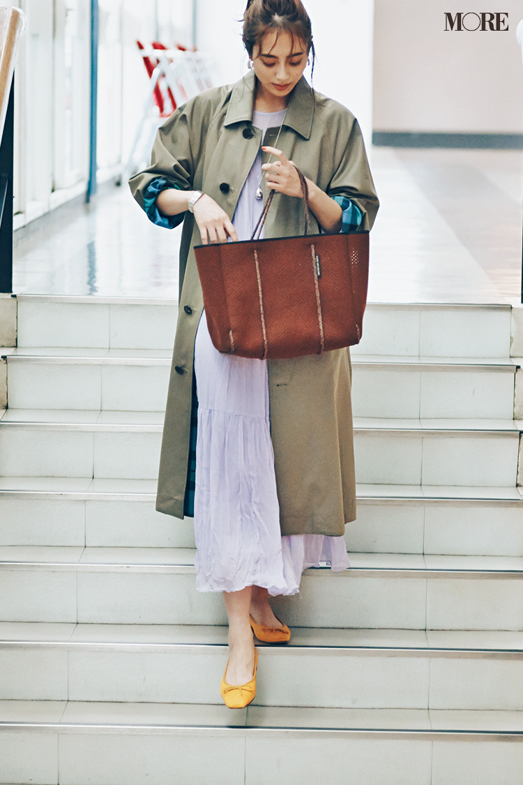 【今日のコーデ】<土屋巴瑞季>さわやかなワンピースが着たい日はバッグを秋色トートに替えて季節感MIX♪_1
