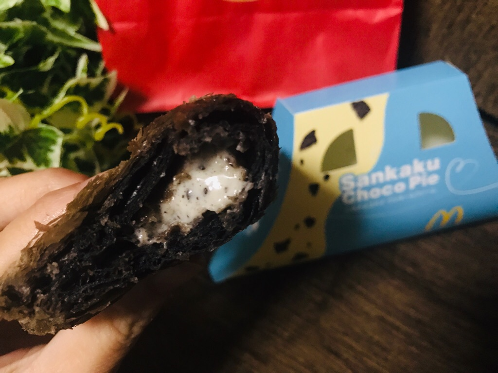 【マクドナルド】定番スイーツ《三角チョコパイ》にクッキー&クリーム味が新登場♡_3