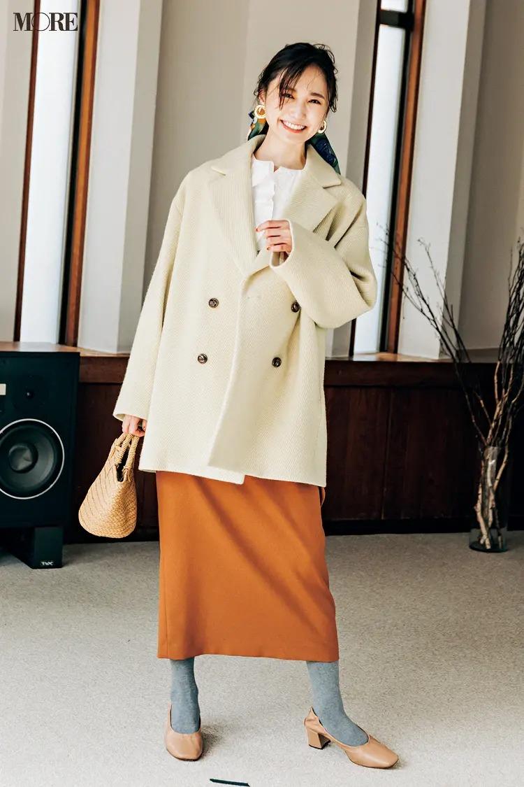 【2020-2021冬コーデ】白のピーコート×スカートコーデ