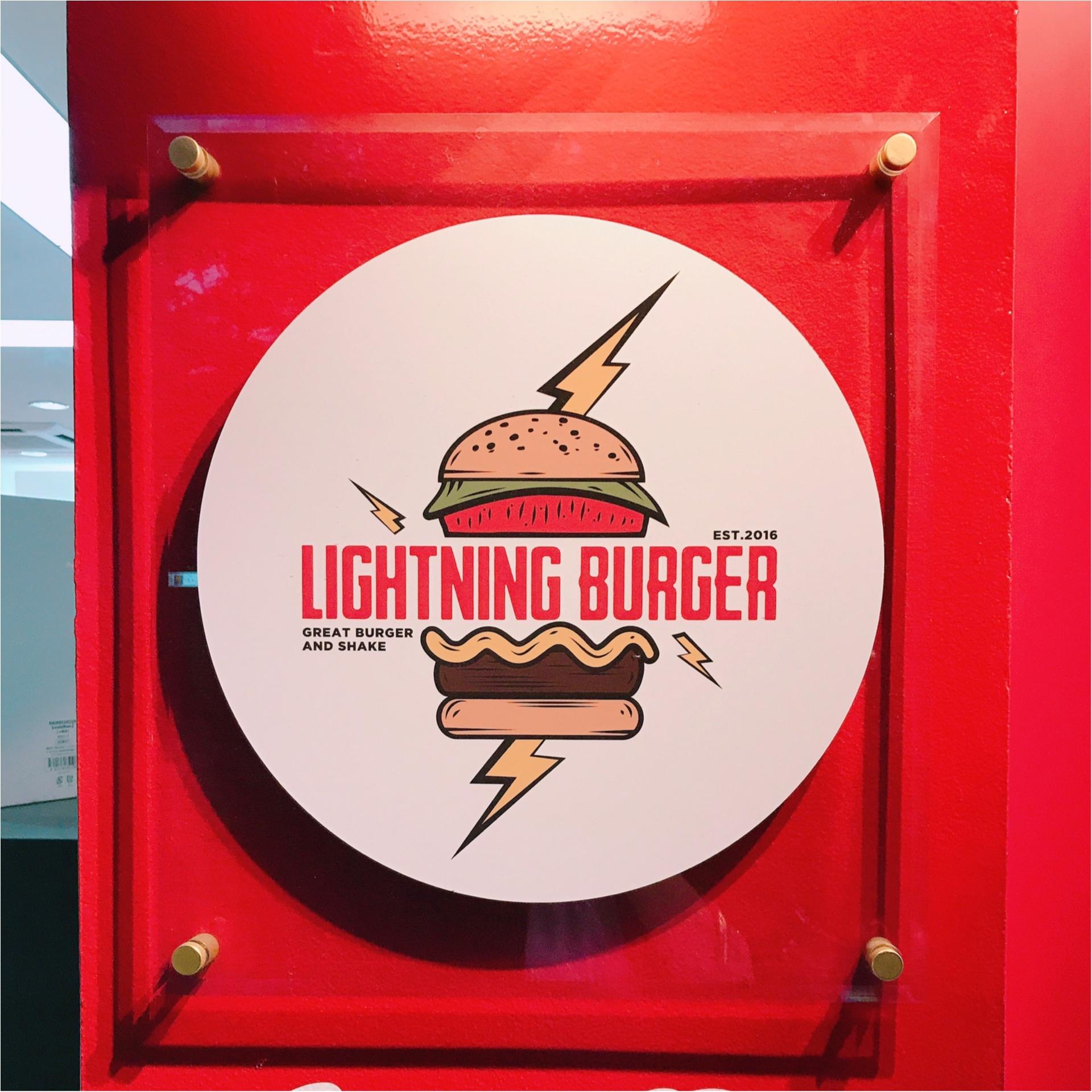 ★イケてるお店のイケてるハンバーガー!まるでテーマパークのフードコートな見た目の『LIGHTNING BURGER』★_3