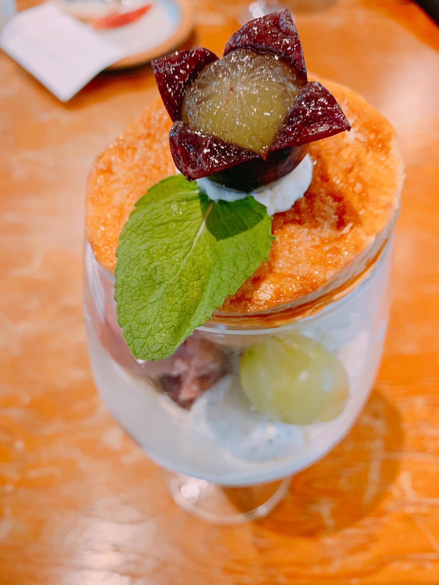【おすすめカフェ】旬の《桃がまるごと&葡萄がたっぷり》詰まったジューシーなパフェ♡_8