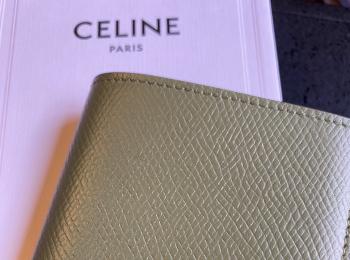 【20代女子の愛用財布】CELINEミニ財布