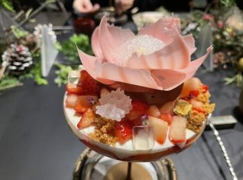 【パフェ】チョコレートといちごの芸術的なマリアージュ!限定コラボパフェ@虎ノ門