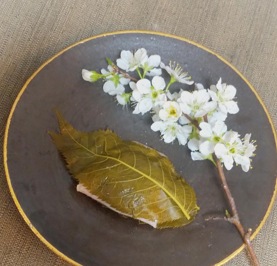 【おすすめいちごスイーツ】老舗゛紀の国屋゛の《いちご大福》と《桜餅》で春を味わう:*_5