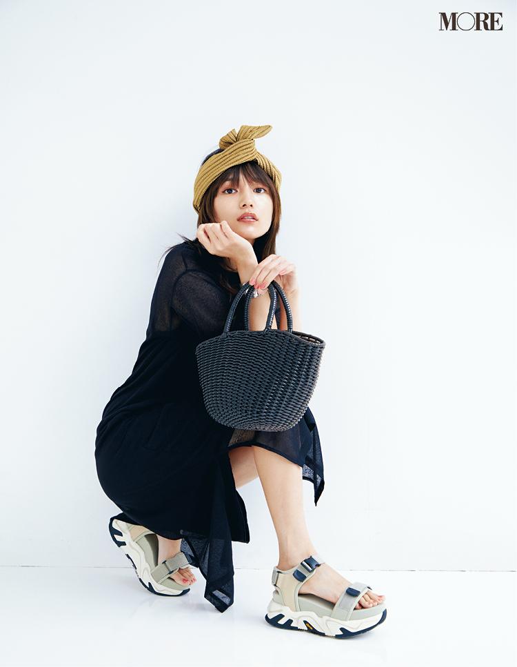 川口春奈さん、小物で夏を満喫♬ かごバッグ、スポサン、エコバッグでおしゃれを楽しむ!_1