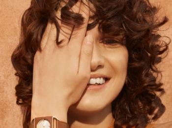 『フルラ』の新作時計はスクエアデザイン。春夏コーデのアクセントに!