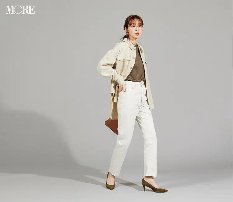 【秋オフィスカジュアル】白デニムの清潔感にベージュの大人っぽさが加わり深みのあるコーデに