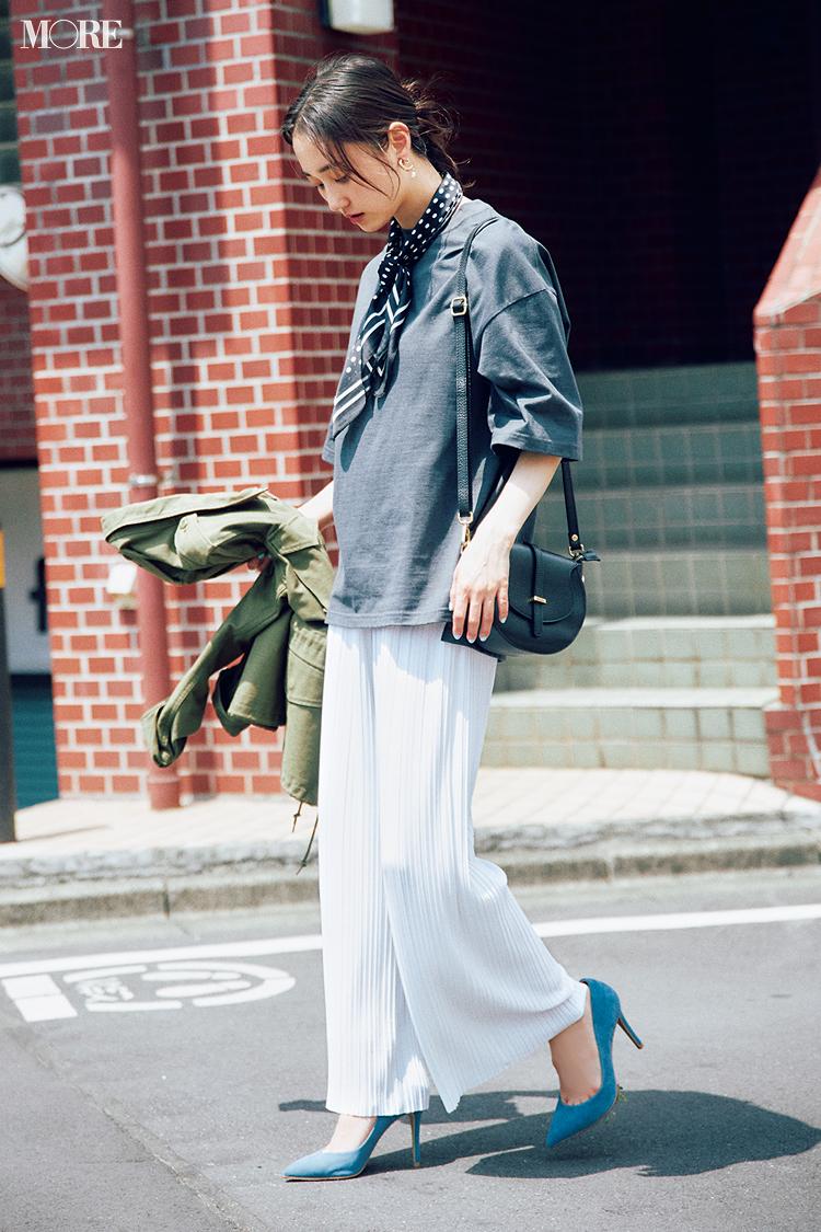 【今日のコーデ】白プリーツパンツにゆるTシャツを合わせた鈴木友菜