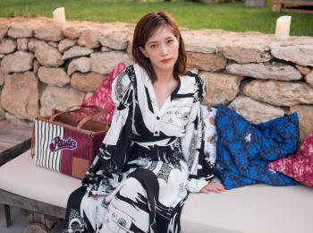本田翼が『ロエベ』のイビザ島サンセットパーティに登場! 持っていたバッグはこれ!