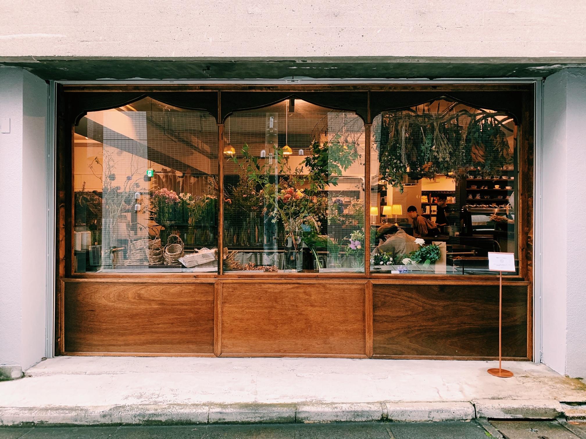 【おすすめカフェ】扉を開けると《お花×アンティーク》の素敵空間♡_1