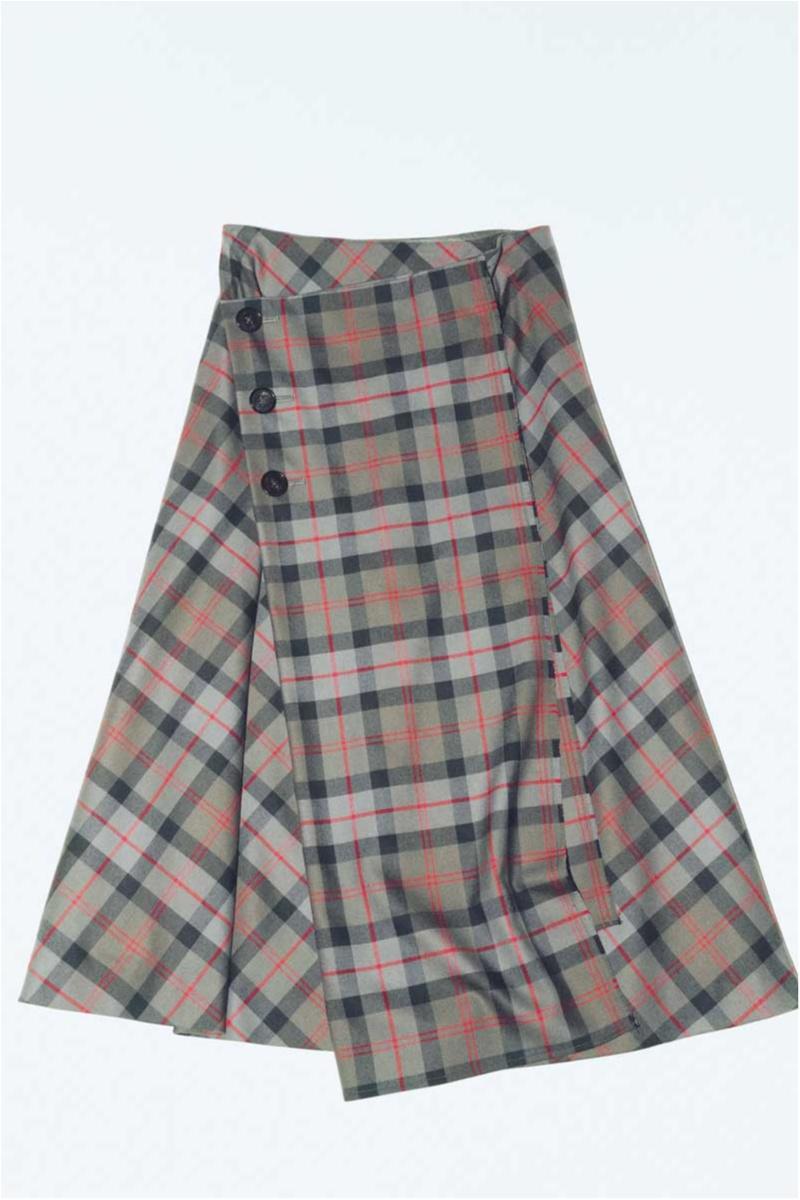 ベースの色が明るいチェック柄スカート