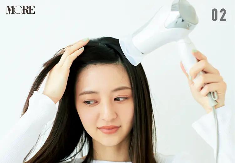 前髪の寝ぐせを予防する方法2.左右の根元に温風を当てる