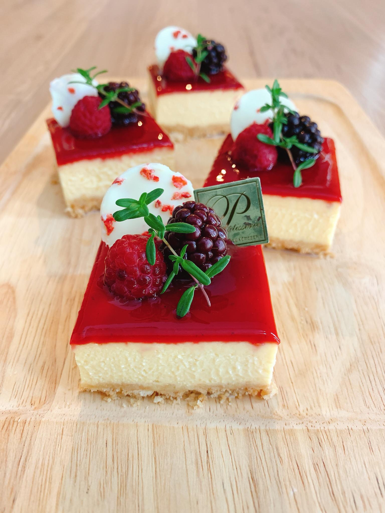 【おうちカフェ♡】ベリーの酸味でさっぱり!《手作りチーズケーキ》_1