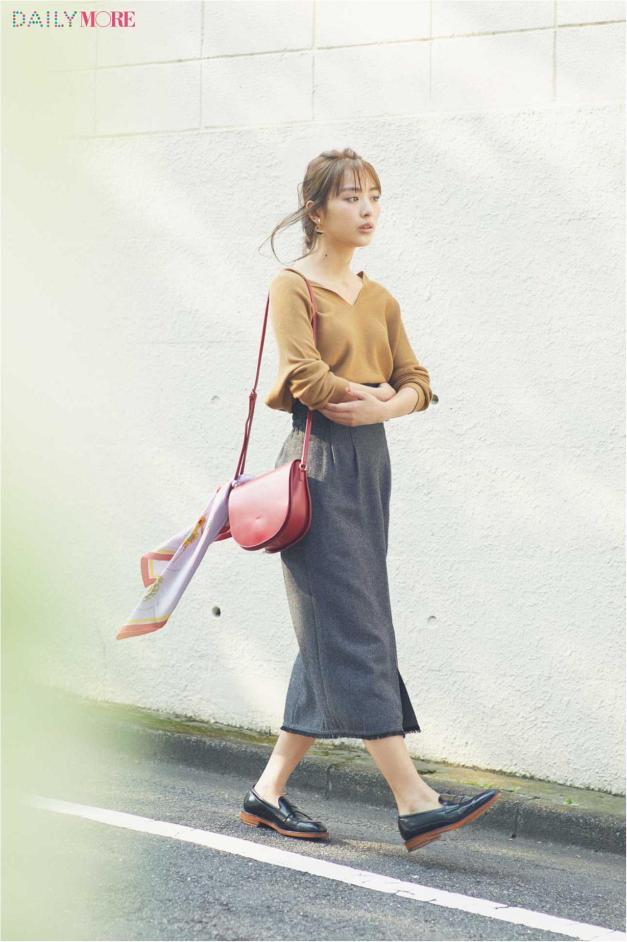 【今日のコーデ/内田理央】辛口なタイトスカートを可愛く着たい日は、さりげない肌見せでスキを作る!_1