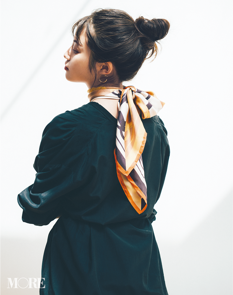スカーフで意外と簡単にできるんです。恋に落ちそな後ろ姿❤︎ 冬コーデの華やかさも3割増! 記事Photo Gallery_1_1
