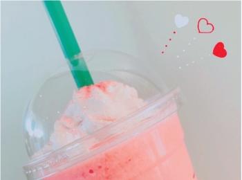 """【スタバの新作情報】""""イチゴ過ぎる、イチゴ感""""が味わえる「ストロベリーベリーマッチフラペチーノ」!超かわいい""""ピンクドリンク""""にカスタムする方法まで♡"""