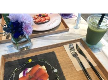 華やか❤︎可愛い❤︎健康的オシャレカフェ❤️【ローランズ Social Flower &Smoothie shop】