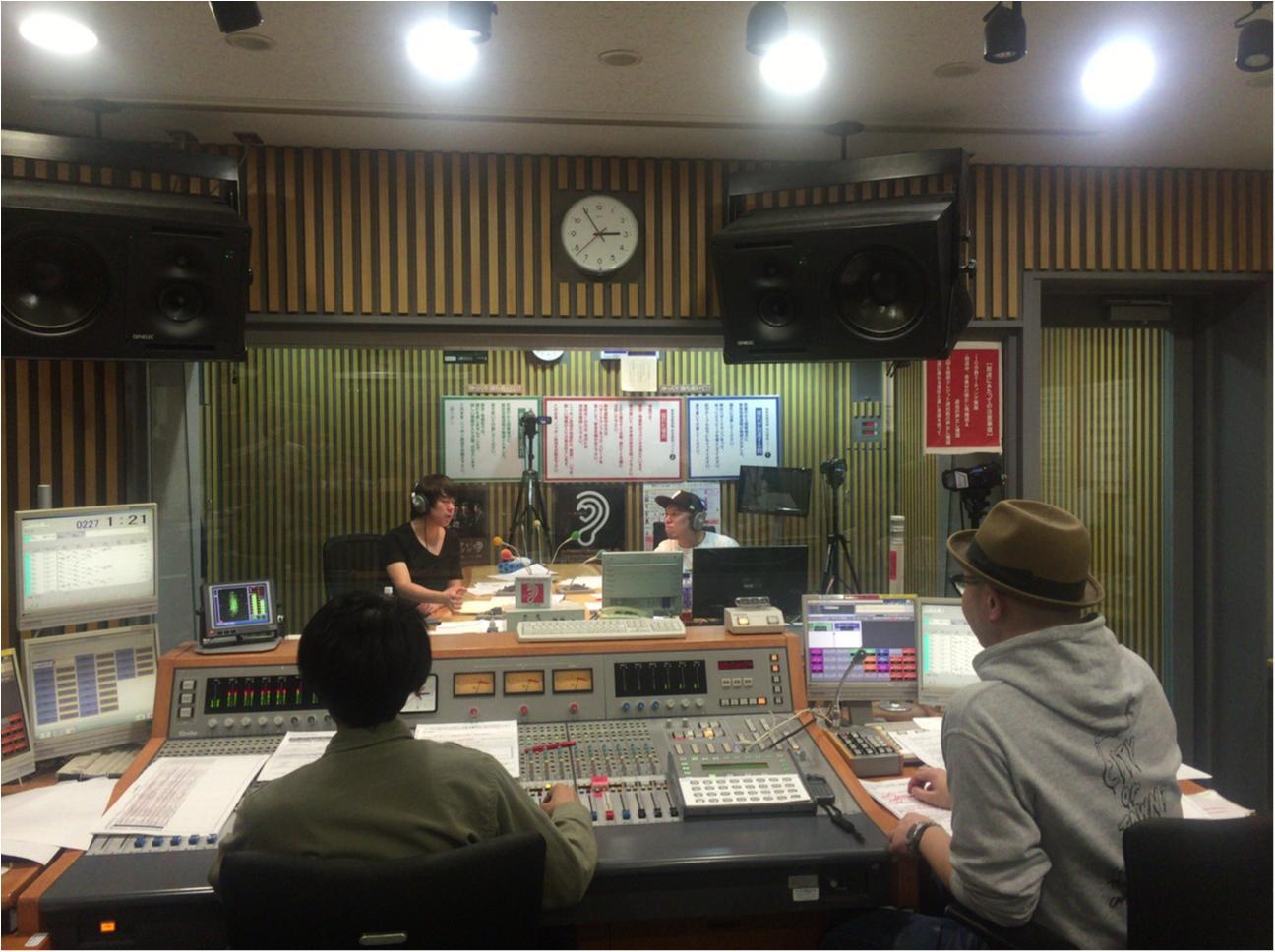 【ウラMORE】ウーマンラッシュ村本さんのラジオの裏側、突撃取材!_5
