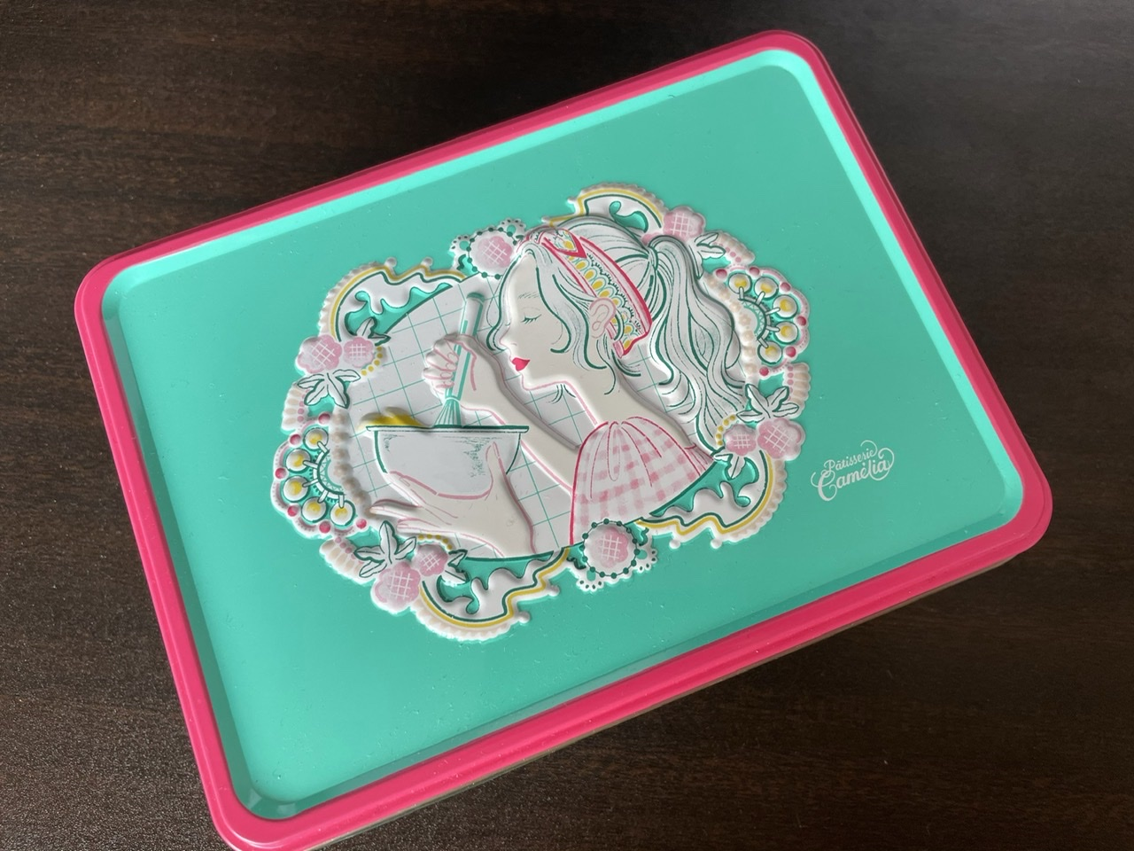 【クッキー缶】ニシイズミユカ × パティスリーカメリア銀座 コラボクッキー缶がかわいい_2