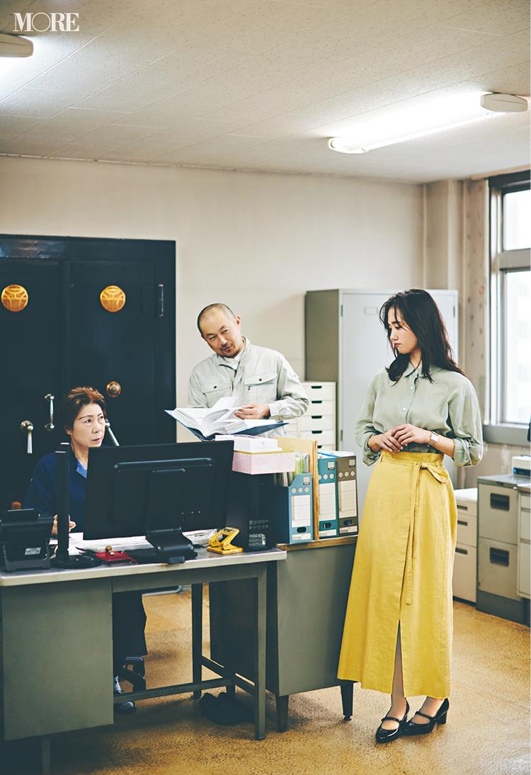 社内の雰囲気、2人でこんなに違う! 土屋巴瑞季&鈴木友菜着回し連載『ノンストレスボトム』2日目_3