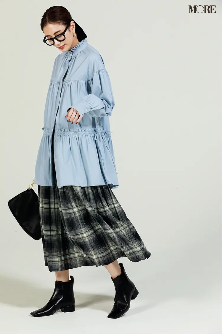 【2021秋コーデ】チェック柄スカート×フリルブラウス×サイドゴアブーツのコーデ