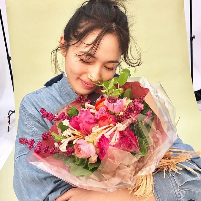 川口春奈さんのキュートな表情をお届け♡【撮影のオフショット】_1